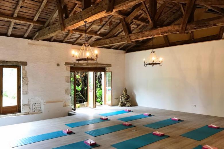 Maison-de-la-Vaure-yoga-barn-1024x683