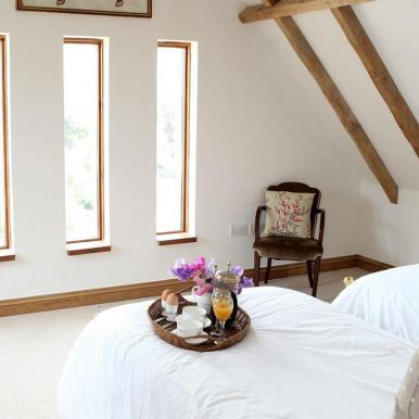 kingham-cottages-kites-gate-cottage-kingham-near-chipping-norton-oxfordshire-light-and-airy-twin-bedroom